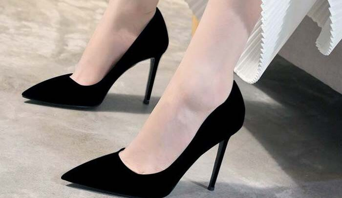 Kesakitan Akibat Sepatu High Heels